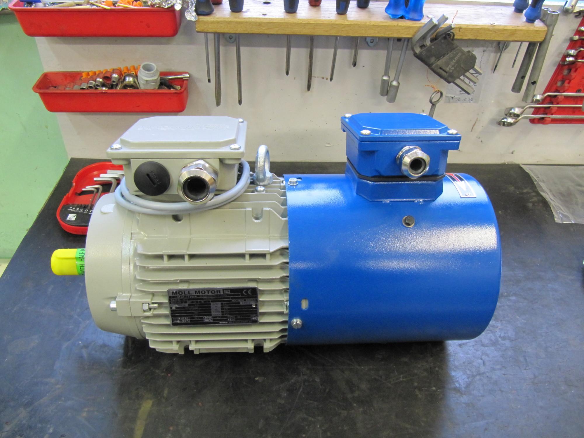 Przykładowy silnik z zamontowanym chłodzeniem obcym